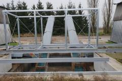 Výroba ocelových konstrukcí a výroba dopravníků. Na detailu fotografie vidíte výrobu a montáž ocelových konstrukcí a dopravníků. Jsme Zámečnictví Nováček s.r.o. Kontaktujte nás