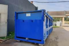 Zámečnictví Nováček s.r.o. se zabývá opravou a výrobou kontejnerů. Na fotografii vidíme detail repasovaného kontejneru